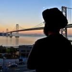 An American Sikh looks out over San Francisco. (Source: Brandon/Flickr)