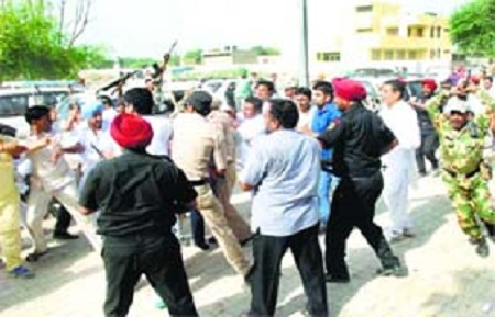 Badal Dal and Congress party supporters clash at Rama Mandi in Talwandi Sabo on August 21