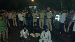 Protest by Sikhs outside Nizamudin Police station