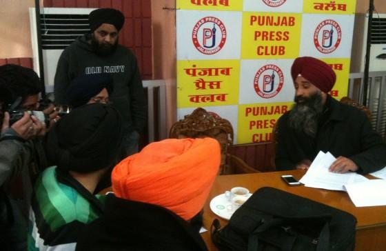 Advocate Jaspal Singh Manjhpur answering questions posed by journalists at Punjab Press Club, Jalandhar [January 11, 2015]