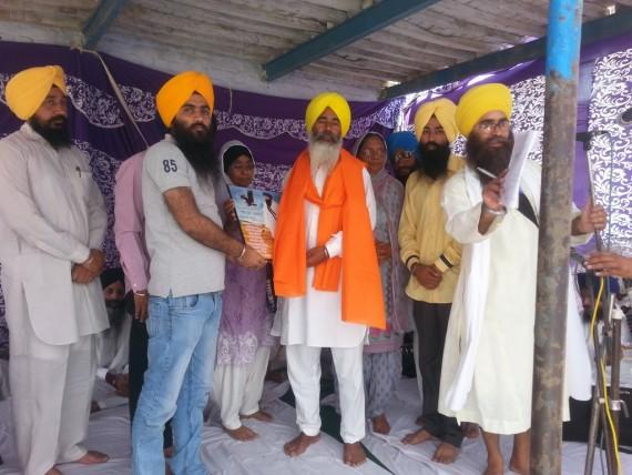 Bhai Sukhdev Singh Sakhira's bother receives honor during Shaheedi Samagam