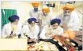 Avtar Singh Makkar, Gaini Gurbachan Singh and others meet Bapu Surat Singh Khalsa