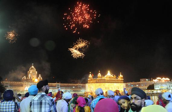 SGPC holds fireworks at Darbar Sahib to mark Parkash Gurpurb of Guru Granth Sahib Ji