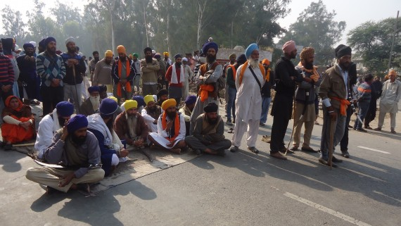 Sikh activists block Amritsar-Bathinda national highway at chowk Rasoolpur Nehran, 4 km from Tarn Taran
