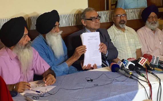 L to R: Kanwar Pal Singh, Advo. Harpal Singh Cheema, J. Markandey Katju, Shashi Kant and Advo. Amar Singh Chahal releasing report of People's Commission headed by Justice Markandey Katju [File Photo]