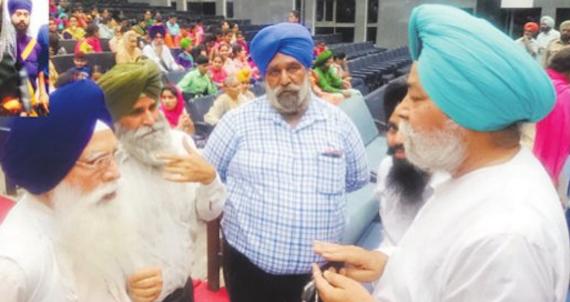 Prof. Sukhdial Singh (R) and Kirpal Singh Badungar (L) | Photo: Punjabi Tribune