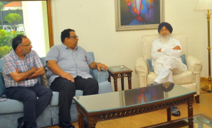 Punjab CM Parkash Singh Badal hold emergency meeting in wake of escalated situation at Indo-Pak border