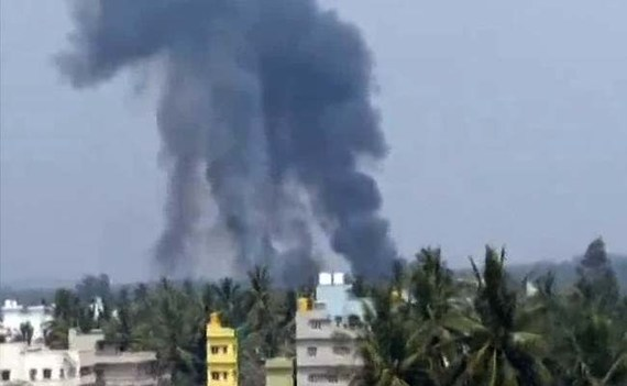 Pilot dead after stunt planes collide in India