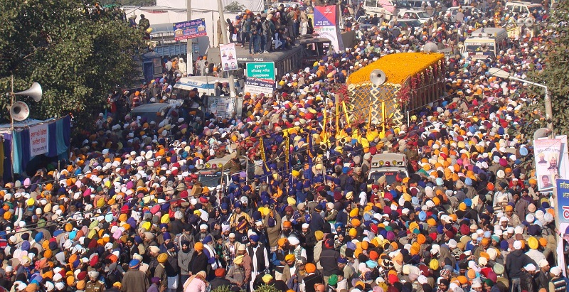 Nagar Kirtan from Gurdwara Fatehgarh Sahib to Gurdwara Jyoti Saroop Sahib (December 27, 2013)