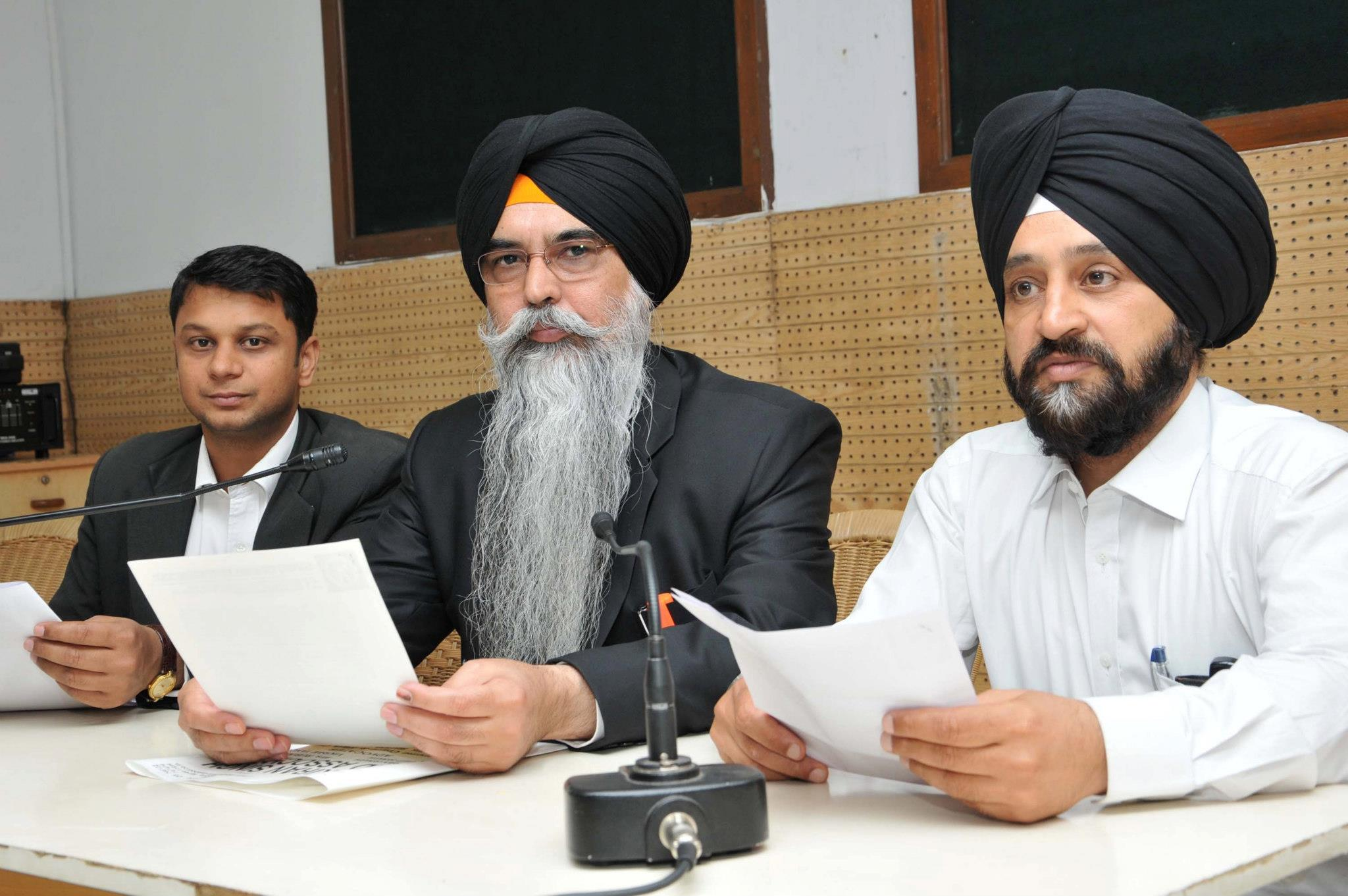 Advocate Navkiran Singh and others addressed a Press Conference at Chandigarh (April 15, 2013)
