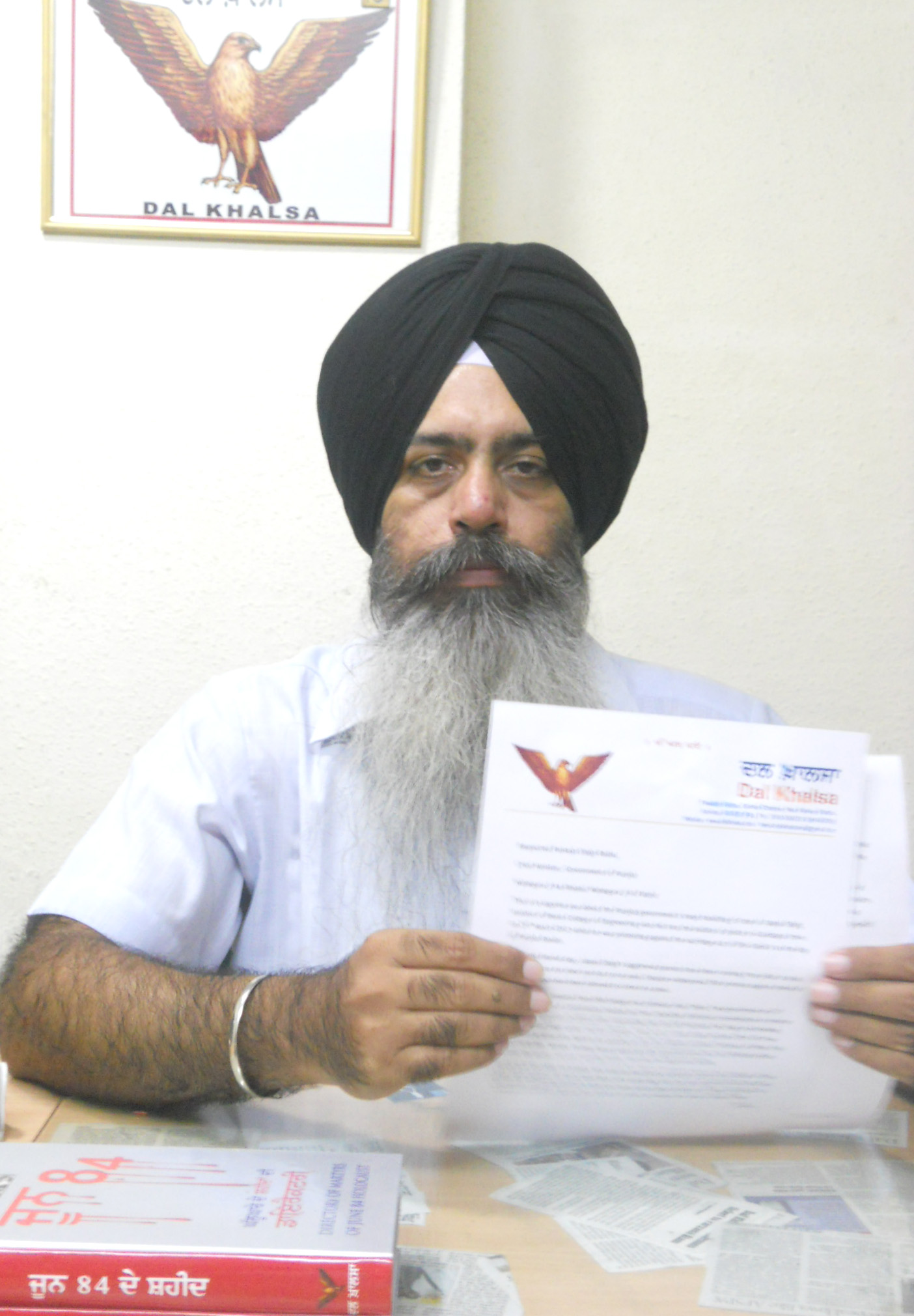 S. Kanwarpal Singh of Dal Khalsa showing letter sent to Punjab CM