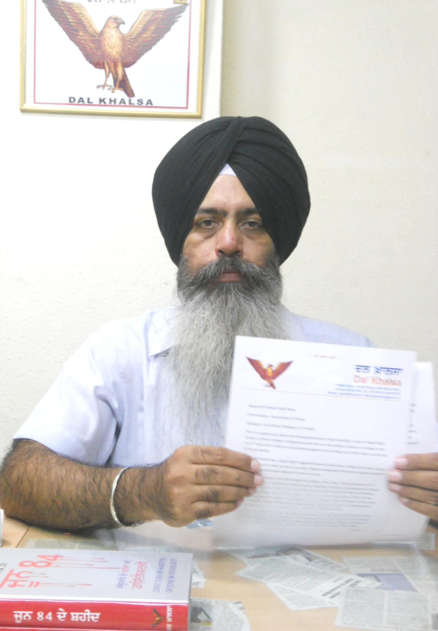 S. Kanwarpal Singh of Dal Khalsa showing letter sent to Punjab CM