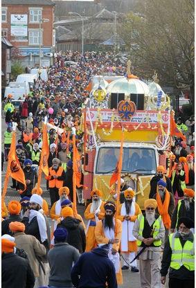 A view of Gurpurb Nagar Kirtan at Leicester (November 24, 2013)