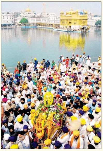 A view of Nagar Kirtan on the occasion of Gurpurb of Guru Ramdas Ji (October 08, 2013)